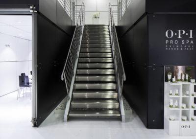 OPI_Cosmoprof Stand scala acesso soppalco